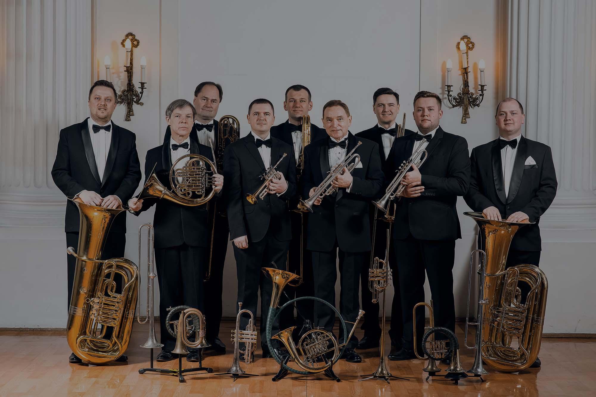Capella Zamku Rydzyńskiego to kwintet instrumentów dętych blaszanych – dwie trąbki, róg, puzon, tuba.